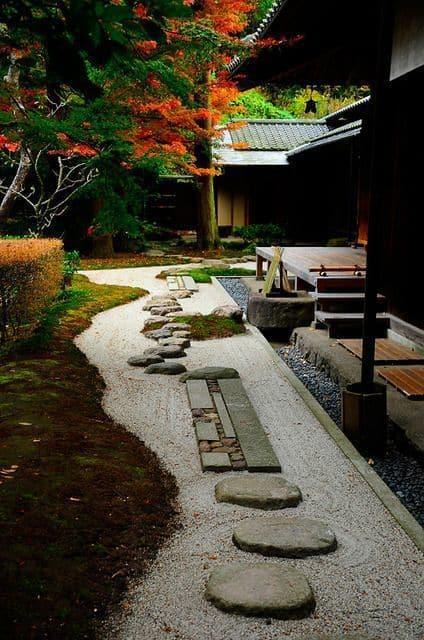 30 hermosas formas de decorar tu jardín