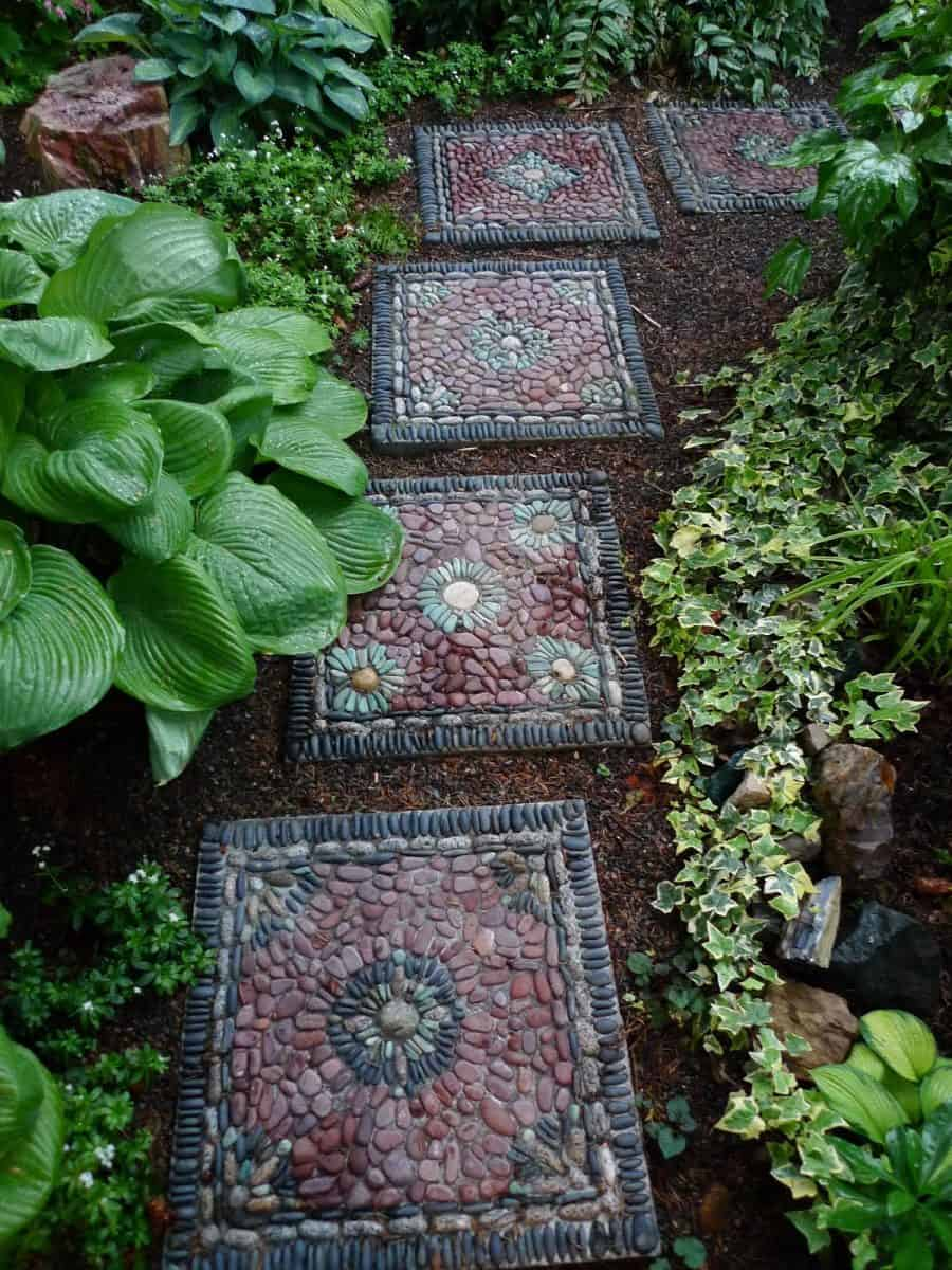 Garden Stepping Stones: 30 Beautiful Ways To Decorate Your Garden