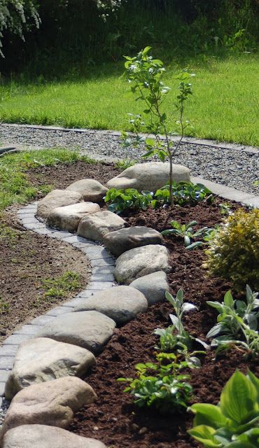 37 garden border ideas to dress up your landscape edging for Brick garden edging ideas