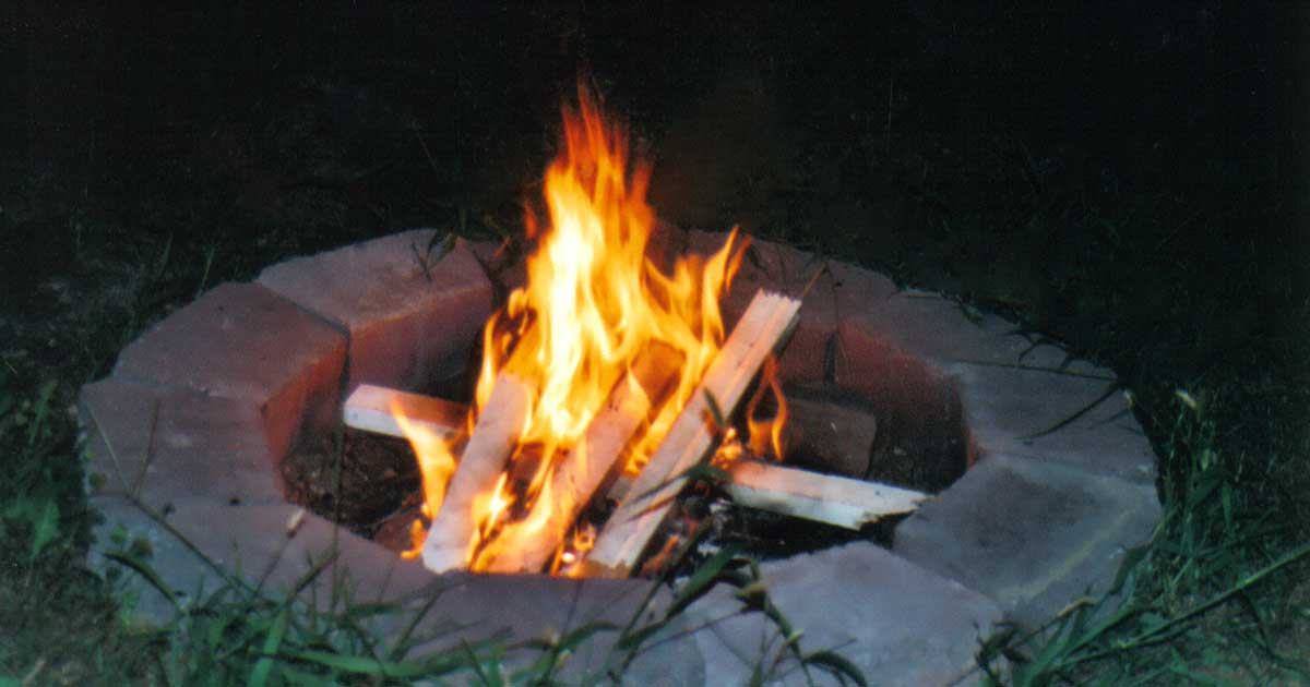 outdoor-fire-pit-backyard-3