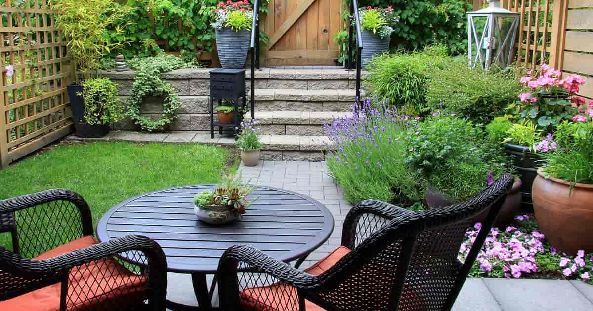 How to succeed with challenging small backyard landscape Small backyard designs pictures